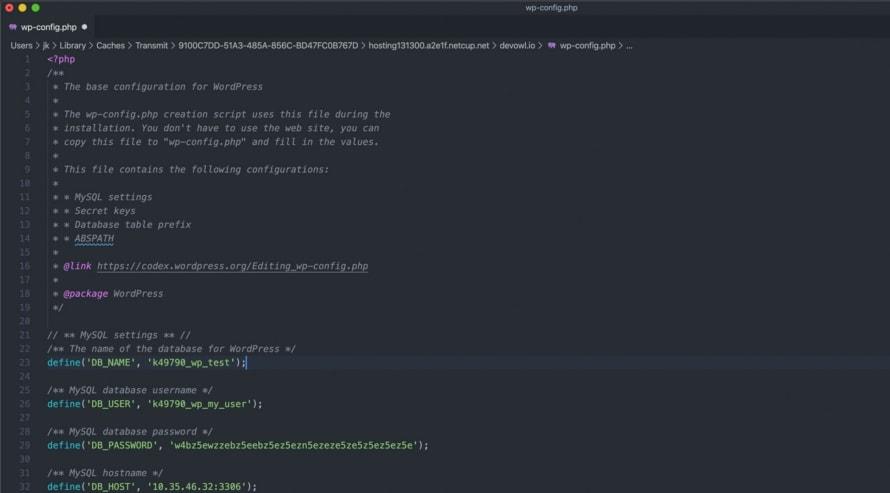 wp-config.php in einem Texteditor geöffnet